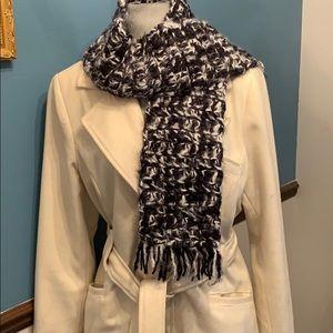 Gorgeous black/white handmade scarf 🧣